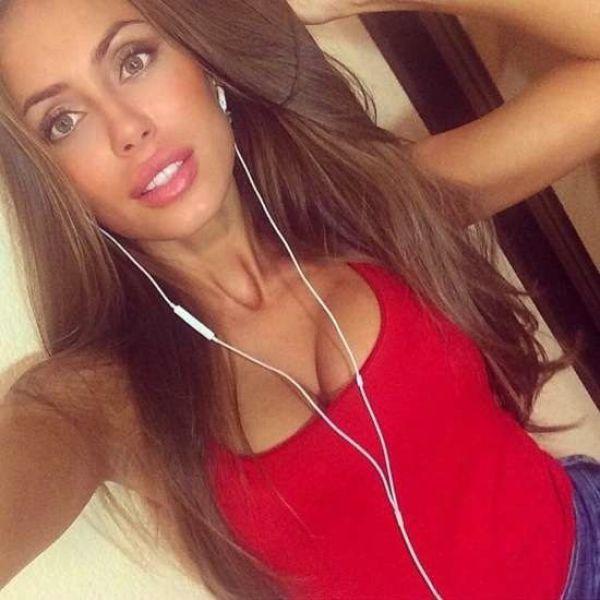» Ładne dziewczyny robią sobie selfie [18 ZDJĘĆ]