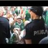 Irlandzcy kibice podrywają polską policjantkę [wideo]