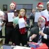 """Pracownicy ambasady USA śpiewają """"All I Want For Christmas"""" Mariah Carey"""