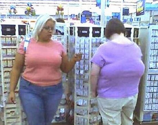 Kobieta, która ma piersi na plecach