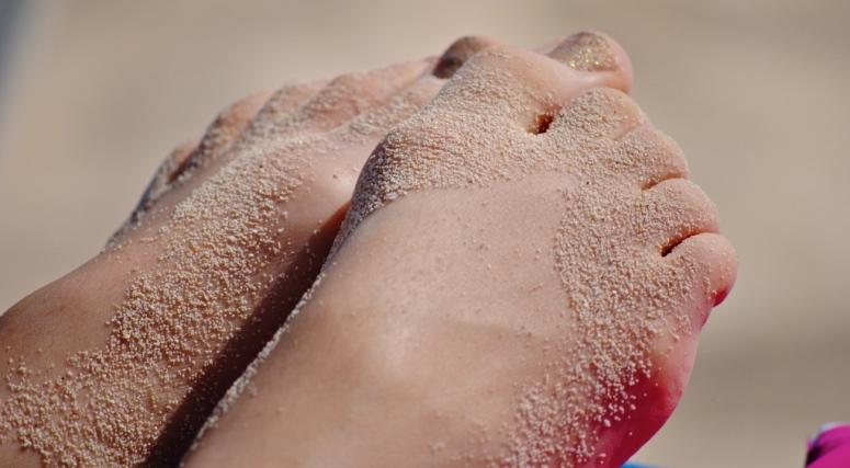 Nałogowo ssie stopy