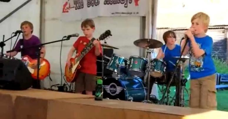 Dzieciaki grają Metallicę