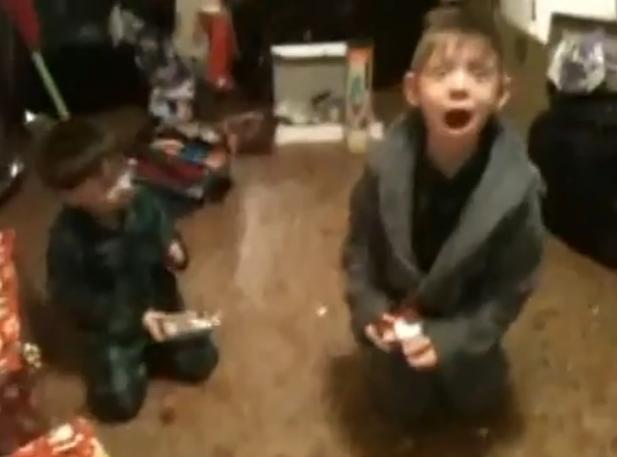 Dzieciak oszalał na widok IPoda