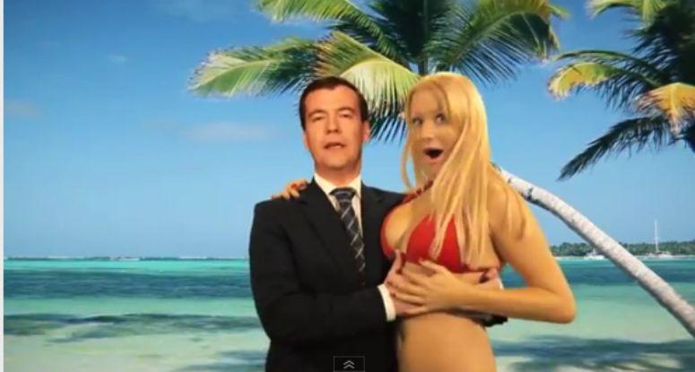 Miedwiediew łapie blondynkę za biust