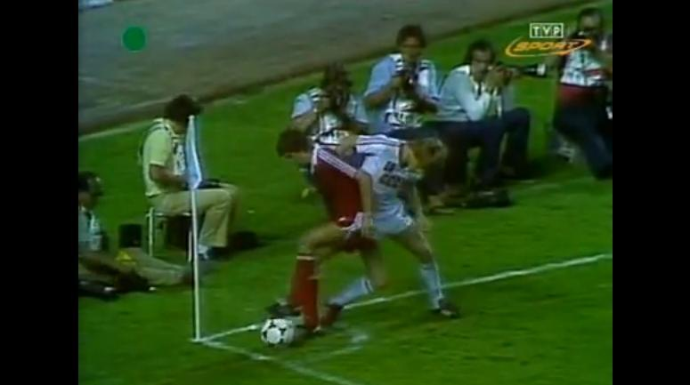 Włodzimierz Smolarek w meczu Polska-ZSRR w 1982 r.