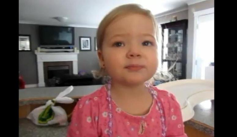 Dwuletnia Makena śpiewa piosenkę Adele