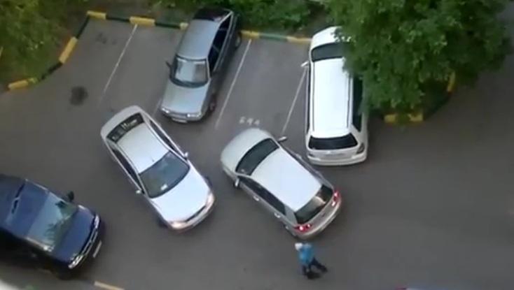 Dwie kobiety parkują w Rosji