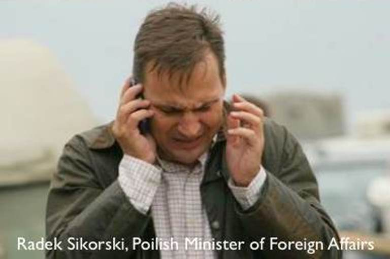 Radek Sikorski dzwoni do Hillary Clinton