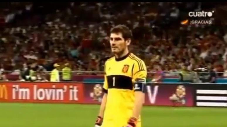 Iker Casillas prosi sędziego o zakończenie meczu
