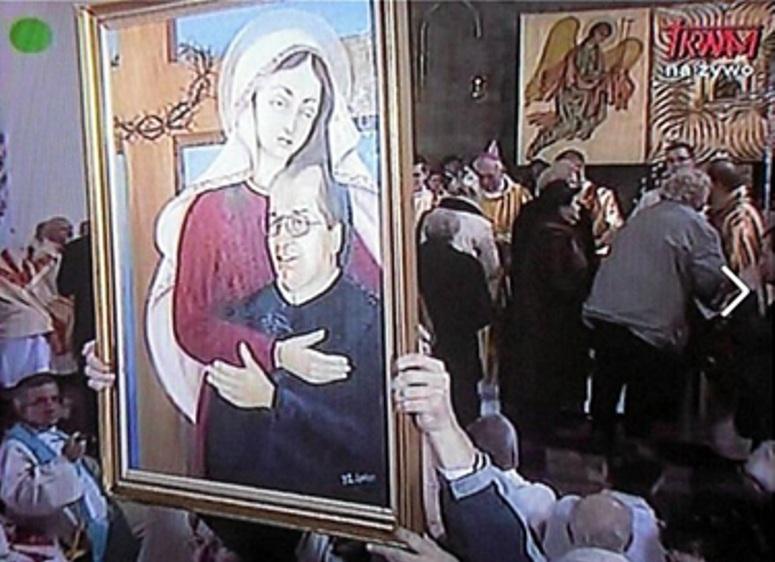 Ojciec Rydzyk w objęciach Matki Boskiej