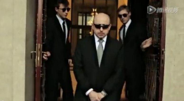 Polski ambasador tańczy Gangnam Style