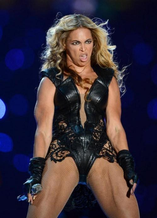Umięśniona Beyonce na finale Super Bowl