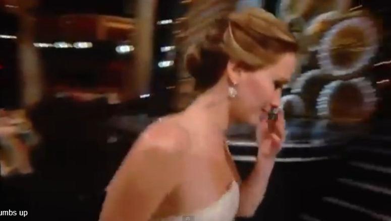 Jennifer Lawrence przewróciła się podczas osarowej gali