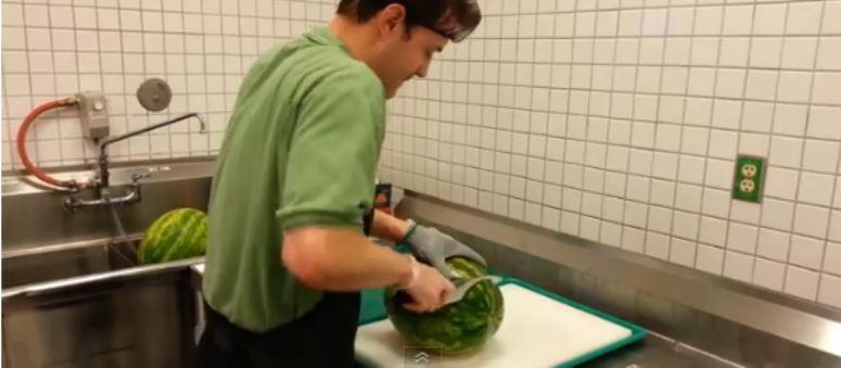 Pokroił arbuza w 20 sekund