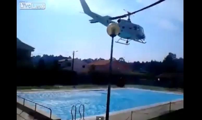 """Helikopter """"pożycza"""" wodę z basenu"""