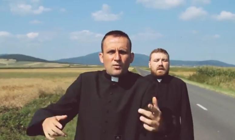 Ksiądz Bartczak rapuje o wolności