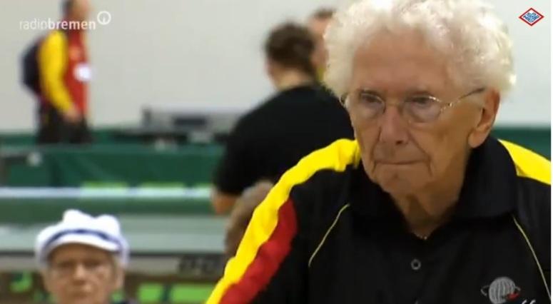 Inge Brigitte Herrmann - gra w tenisa mając 92 lata