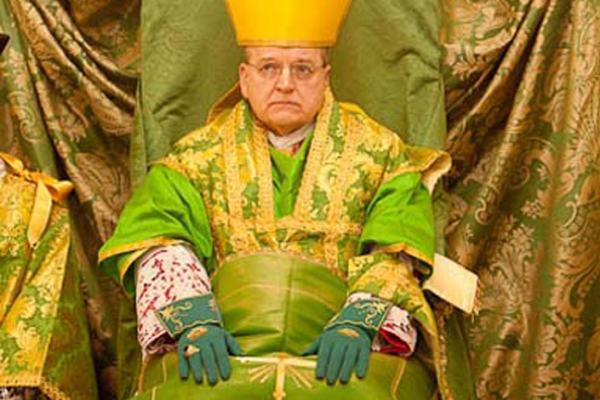 Raymond Burke i moda w Watykanie