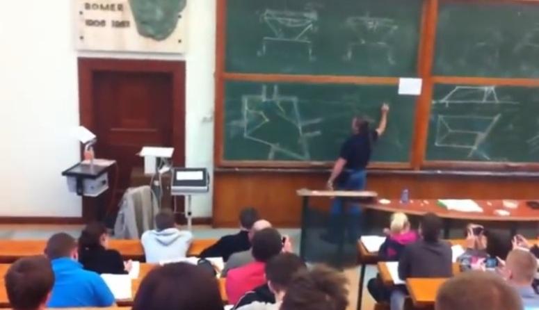 Dr inż. Szymański i wykład geometrii wykreślnej