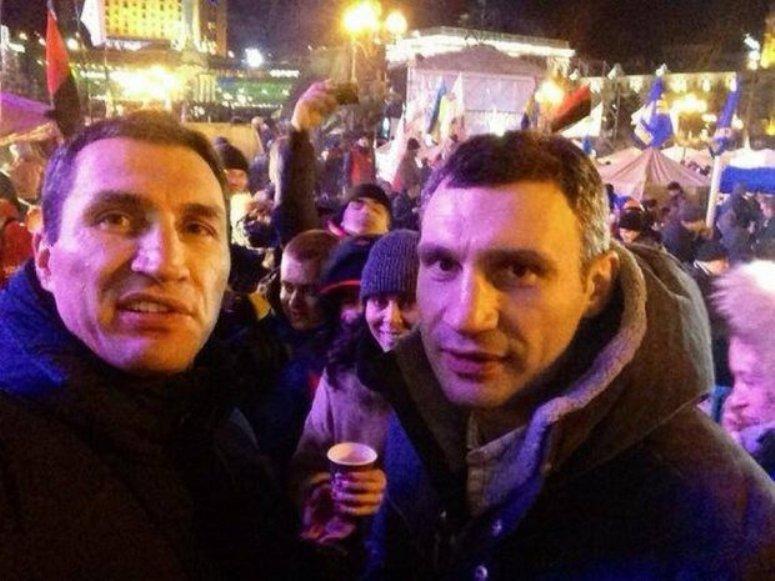 Bracia Kliczko wśród protestujących Ukraińców