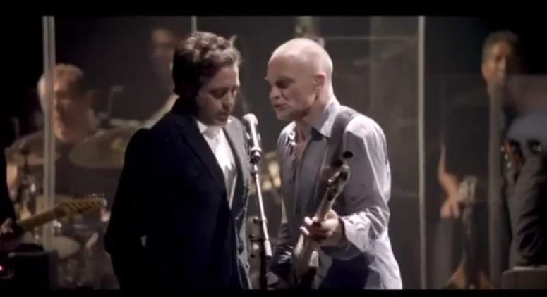 Robert Downey Jr i Sting śpiewają