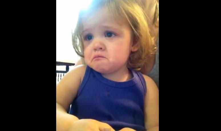 Dziecko płacze gdy słyszy ślubną piosenkę rodziców