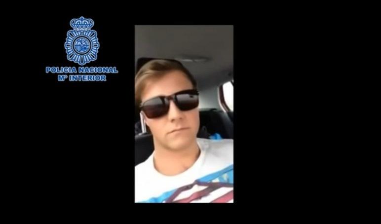 Kierowca w Hiszpanii prowadził samochód z fotela pasażera